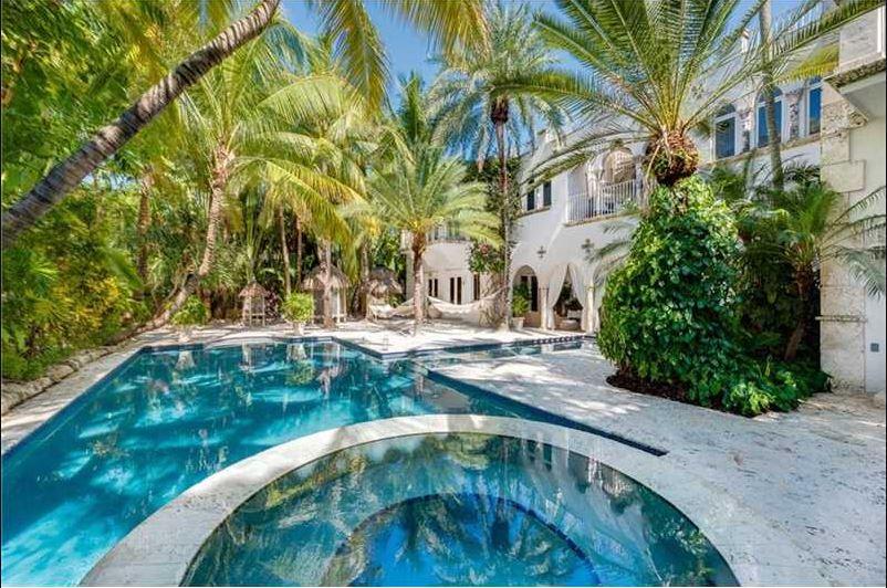 Real Estate Miami beach pool