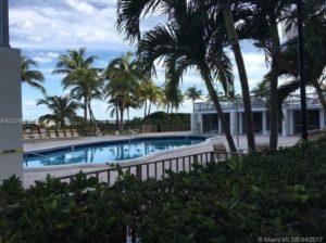 Apartments in Miami Beach Pool View